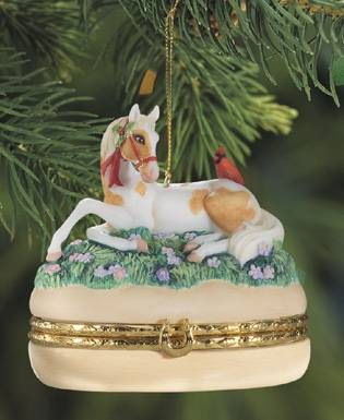 Breyer 2010 Golden Memories Treasure Box Ornament