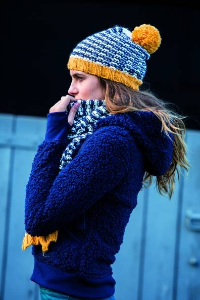 Horseware Bobble Hat & Scarf